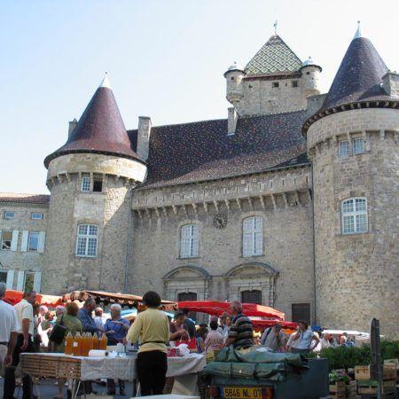 Marché place du château à Aubenas