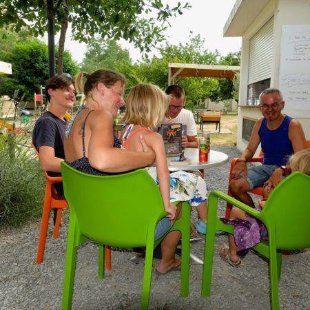 L'espace snack / terrasse | Camping La Turelure 3 étoiles Ardèche